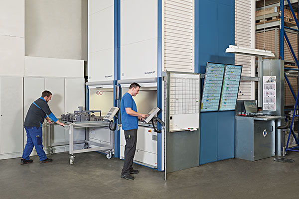 In addition to the Lockomat®, two Hänel Lean-Lifts® provide space-saving and protected storage for large tools, equipment, jigs and fixtures